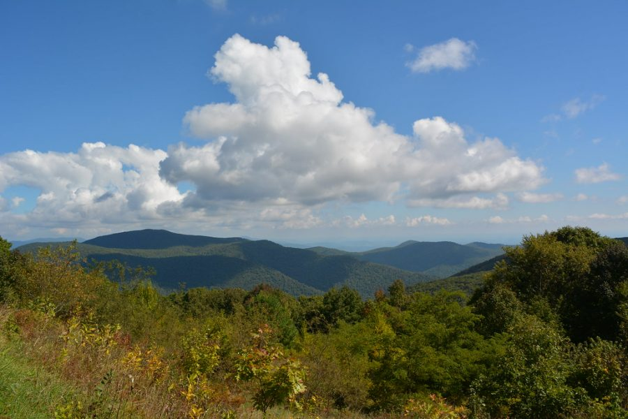 The+view+looking+north+from+Thorofare+Mountain+Overlook+%283%2C595+feet%29+along+Skyline+Drive+in+Shenandoah+National+Park%2C+Virginia.+